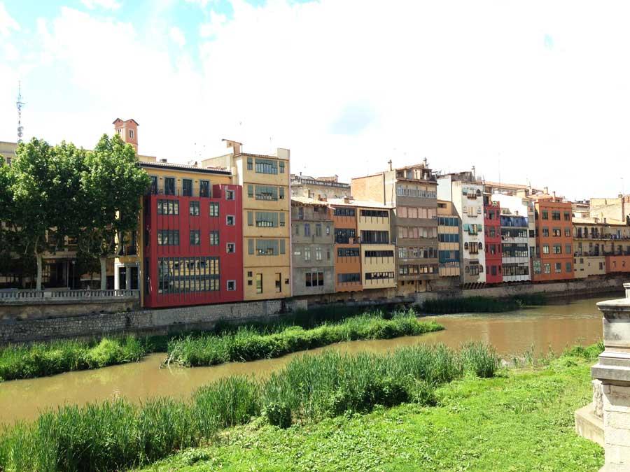 Girona — город разноцветных домиков и вечной сиесты